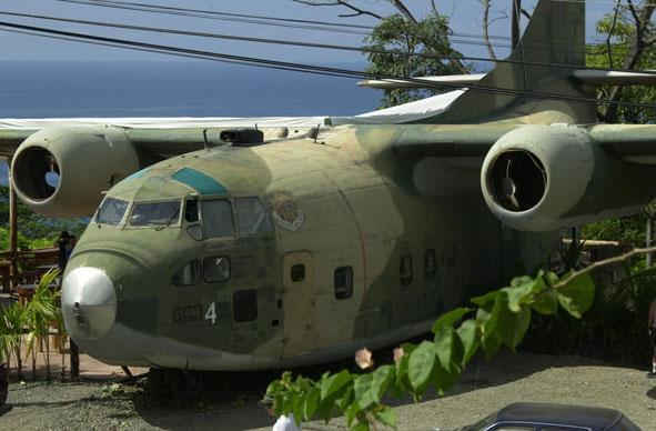 c 123 avion restaurante