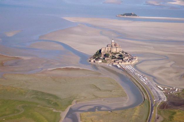 Mont Saint-Michel con marea baja